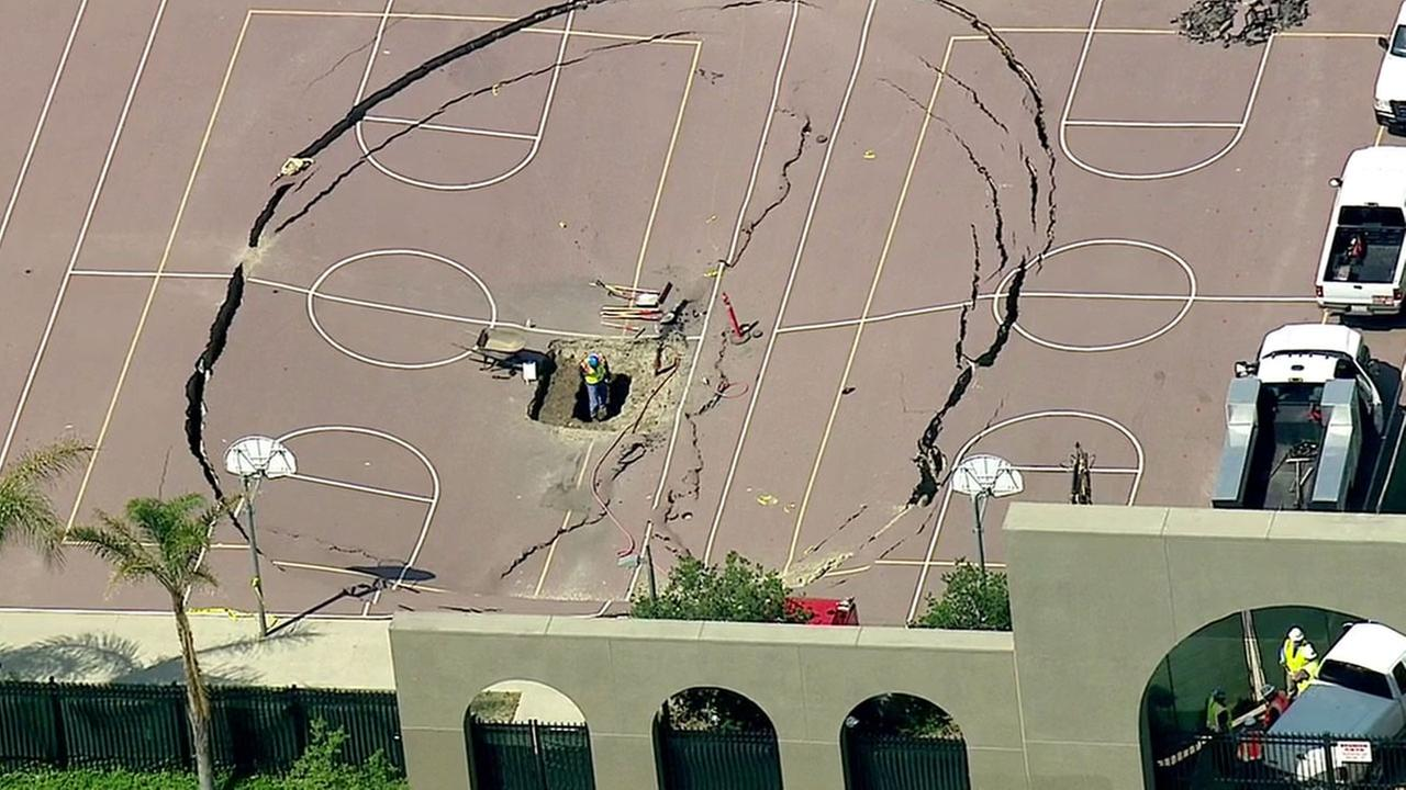 Source: http://abc7.com/news/sinkhole-opens-up-on-courts-at-huntington-park-high-school/1287803/